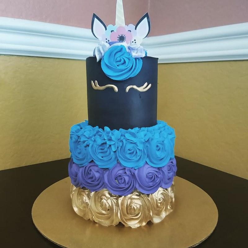 Cake by Yiya's Candy Bar