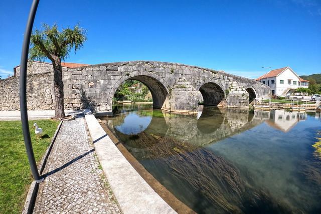 Ponte Românica sobre o rio Anços  -  Redinha  -  N0813