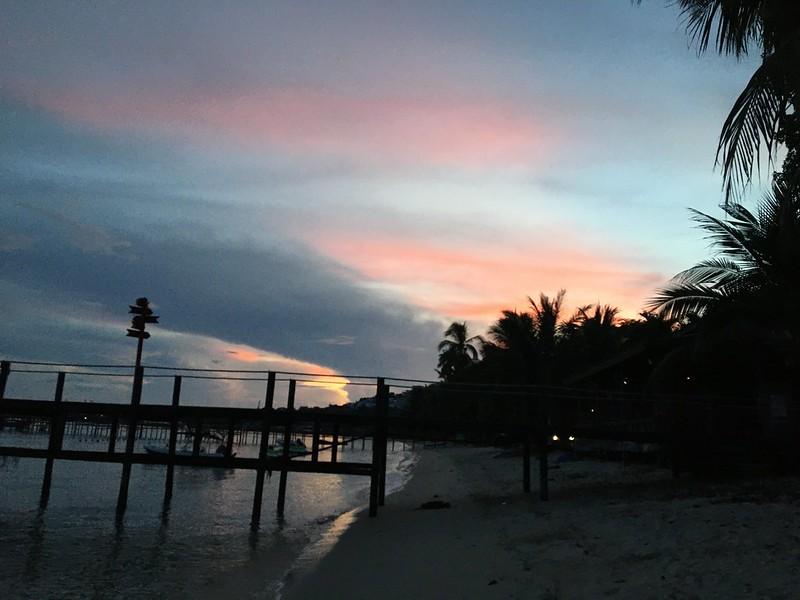 サムイ島から日々雑感-タイ国内レッドゾーン県からの入島は14日自己隔離必要。陰性証明あれば免除可