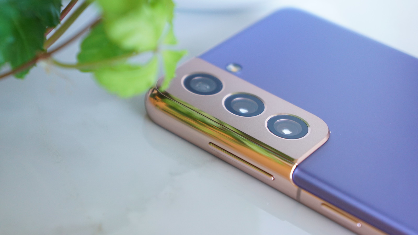 コンターカットカメラ|Galaxy S21 5Gレビュー|デザイン
