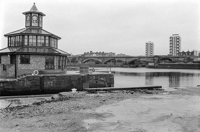 Entrance, Limehouse Basin, Narrow St, Limehouse, Tower Hamlets, 1990,