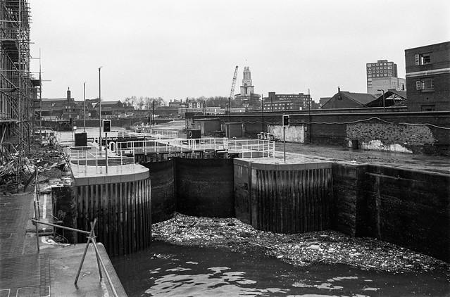 Entrance Lock, River Thames, Limehouse Basin, Narrow St, Limehouse, Tower Hamlets, 1990,
