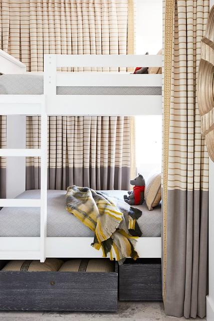 Bunkbeds w/ Storage & Privacy Curtain