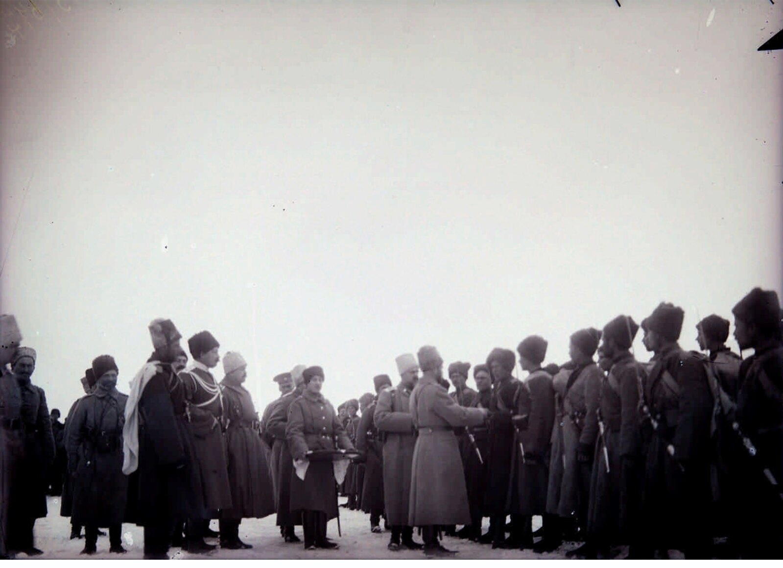 07. 1914. Николай II раздает награды нижним чинам – участникам боев за Сарыкамыш