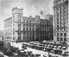Rue McGill coin place Youville: Ancien Parlement: [avant le 18 mai 1940] . - Reproduction le 13 janvier 1966. VM094-Y-1-17-D1597. Archives de la ville de Montréal.