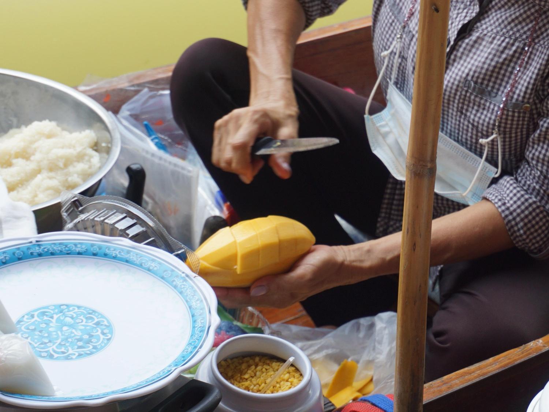 mango sticky rice floating market