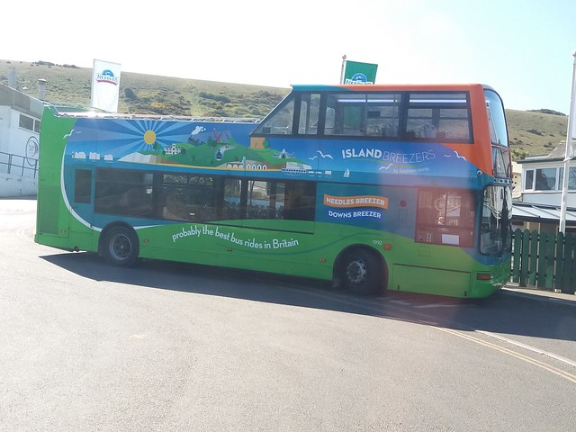 Here's another shot of Southern Vectis 1992 - GSK 962 (HW52 EPL) this time at Alum Bay. 1992 is about to head up the bus only road to the Needles for spectacular views across to the mainland and the New Forest.