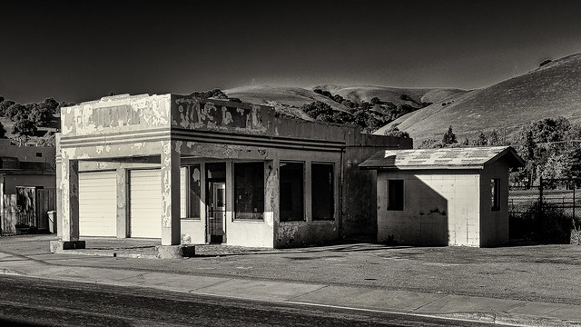 Old Niles Gas Station No 3 B&W