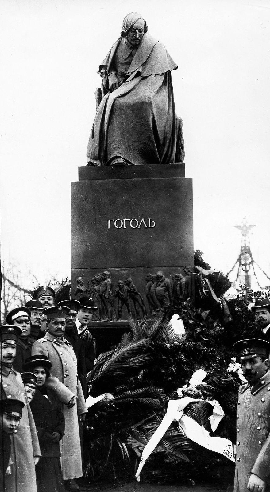 Памятник писателю Н.В. Гоголю в Москве