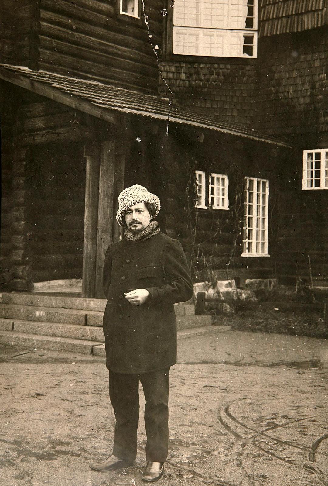 Леонид Андреев в своем доме в Ваммельсуу