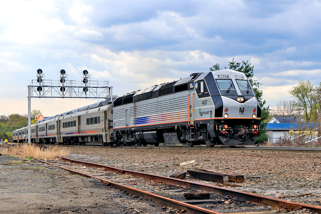 NJT 4027 on train 1153