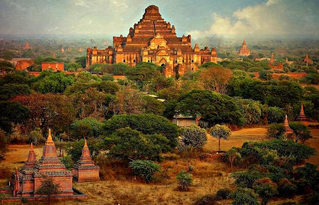 MYANMAR ,Burma - Old-Bagan, Sonnenuntergang mit Blick von der imposanten Shwesandaw-Pagode(Tempel)  78314/13594