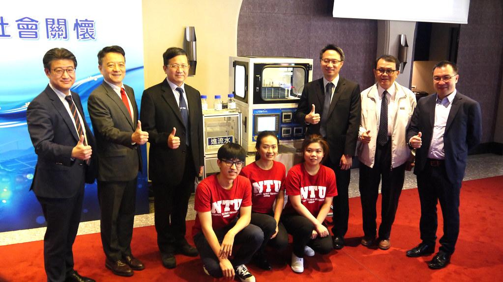 台灣大學水科技與低碳永續創新研發中心專家學者及學生。黃思敏攝