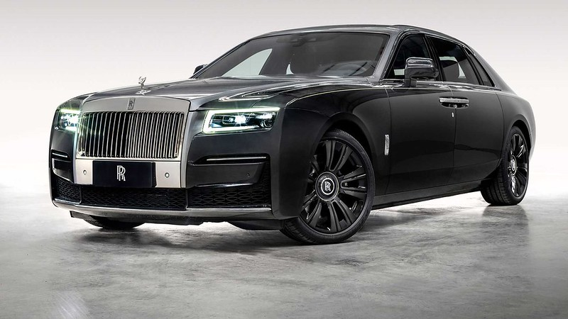 rolls-royce-ghost-extended-urban-sanctuary-front-three-quarters