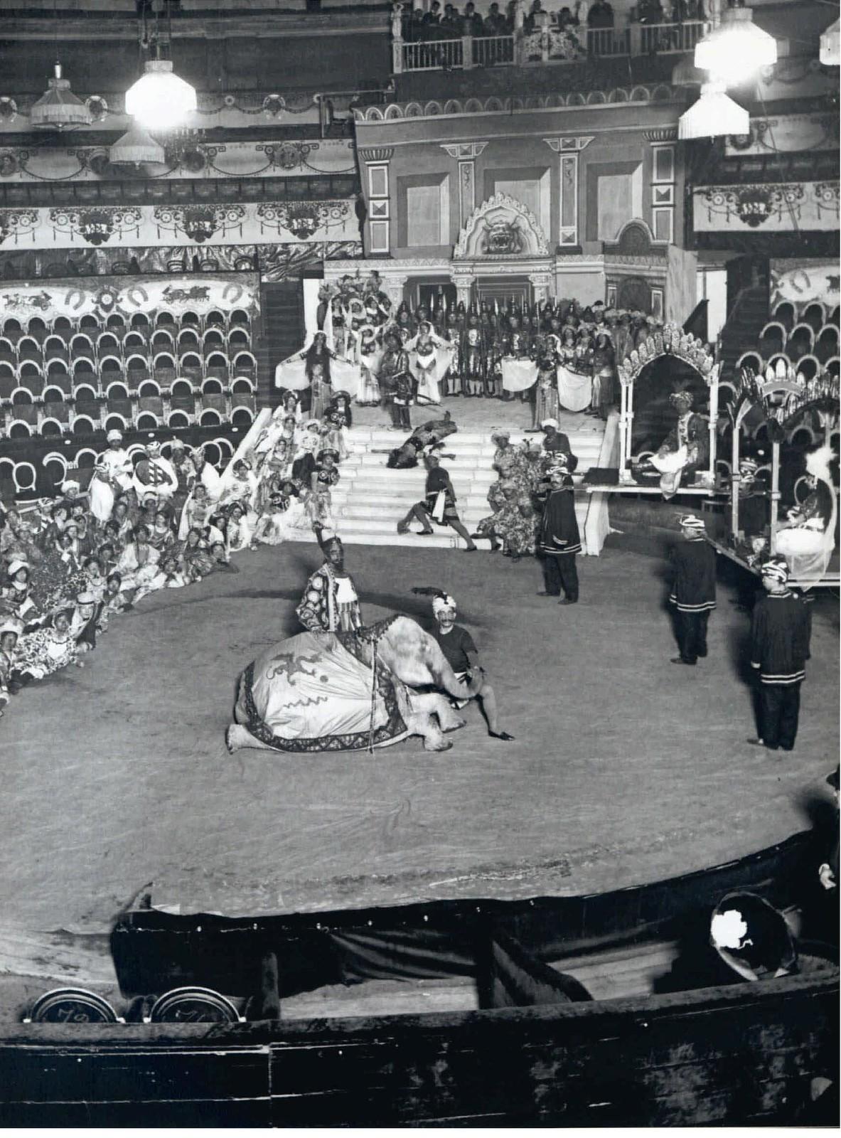 1915. Репетиция пантомимы «Гамилькар» в цирке Чинизелли на Фонтанке