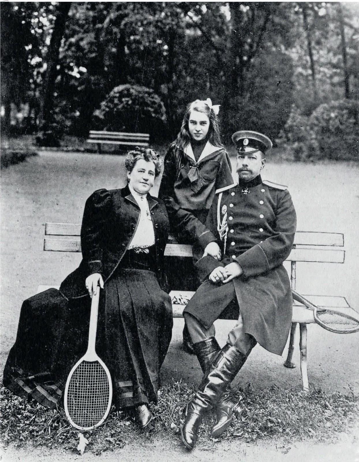 1903. Градоначальник Санкт-Петербурга Д.В.Драчевский с женой и дочерью