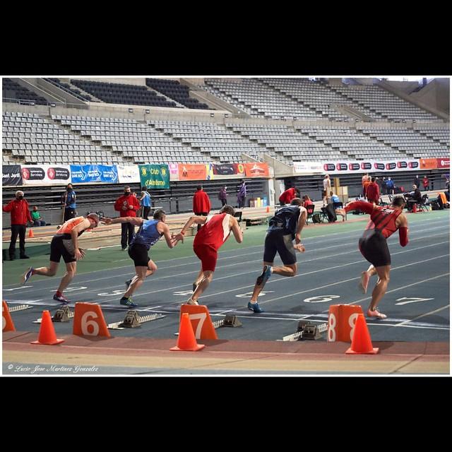 Atletismo Máster. Campeonatos de Cataluña Indoor. Salida de los 60 metros lisos.