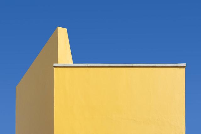 Yellow walls with white edge