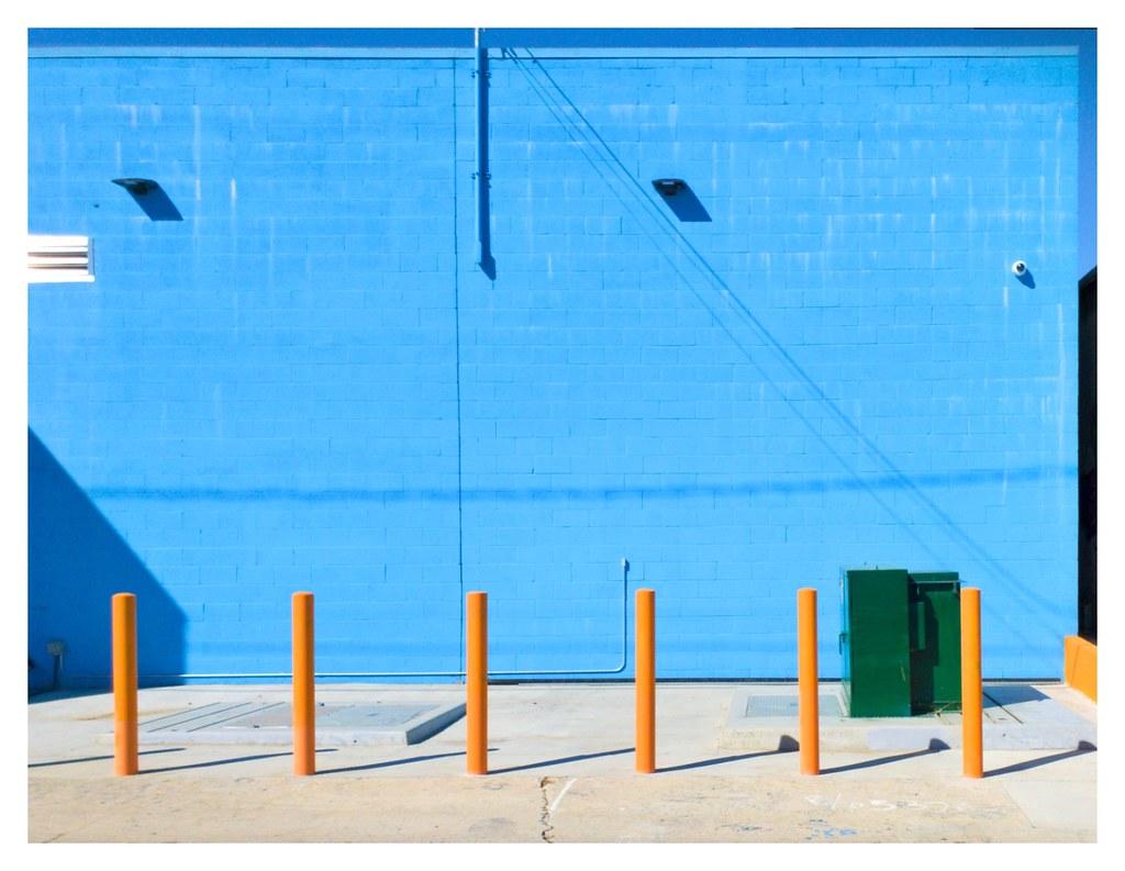 Blur Wall with Bollards - Los Angeles 2021