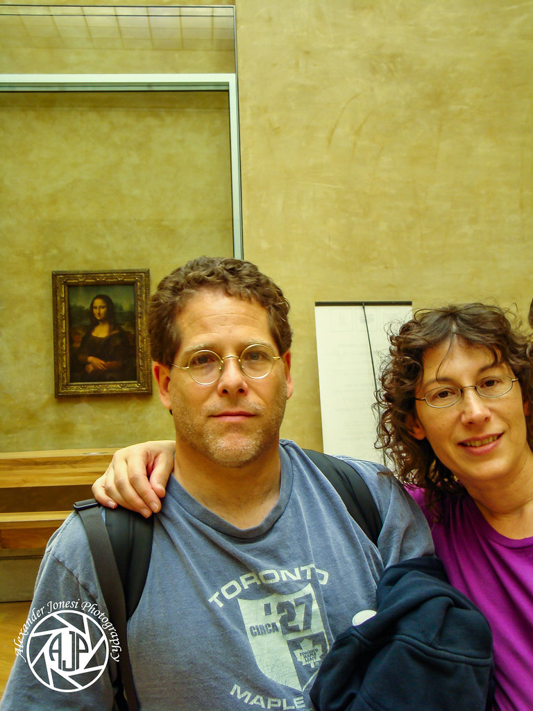 DSC06453 Gary+Fran-E with Mona Lisa at The Louvre1.jpg