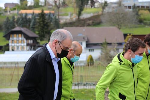 Bundespräsident Parmelin auf Biohof in Kirchdorf BE
