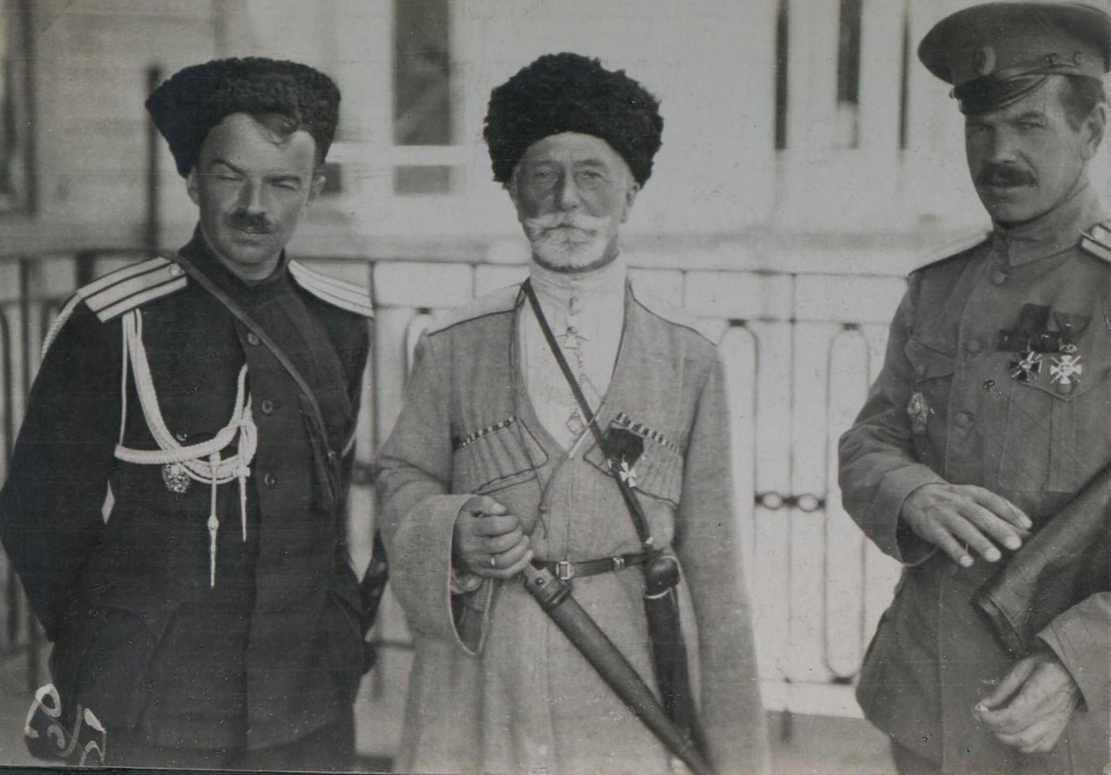 246. 1919. Екатеринослав. Генерал Ирманов в центре