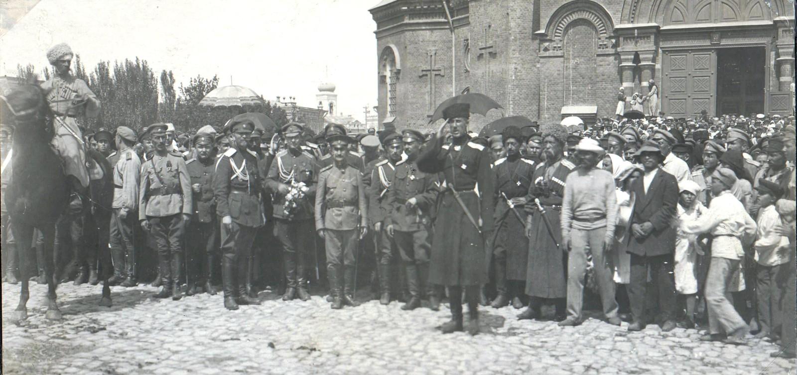 244. 1919. Царицын. П.Н. Врангель и ряды штаба Кавказской армии выходят на парад