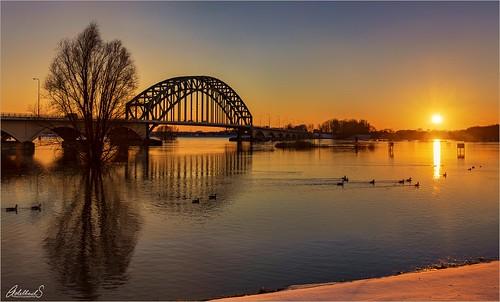 adelheidspictures adelheidsmitt adelheidsphotography netherlands nederland zwolle ijssel ijsselriver overijssel winter sunset snow bridge ijsselbrug river dusk evening