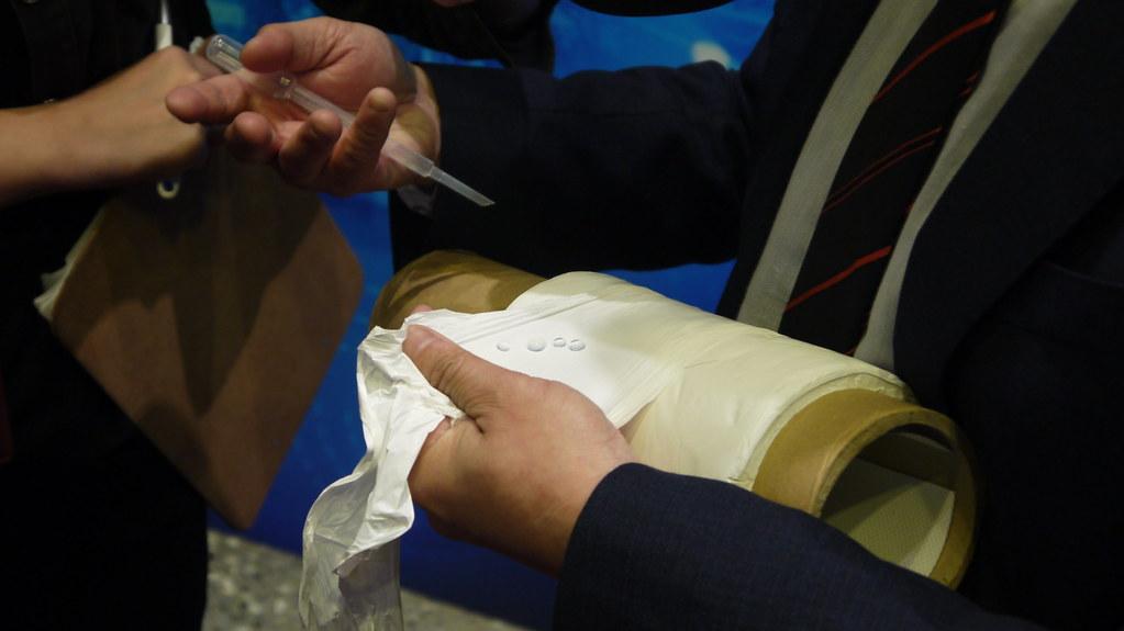 台大化學工程系教授童國倫介紹「薄膜蒸餾技術」。黃思敏攝