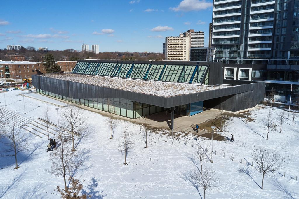Regent Park Aquatic Centre 09
