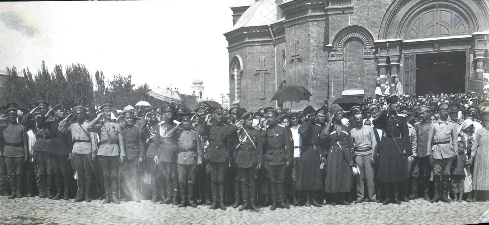245. 1919. П.Н. Врангель и ряды штаба Кавказской армии выходят на парад