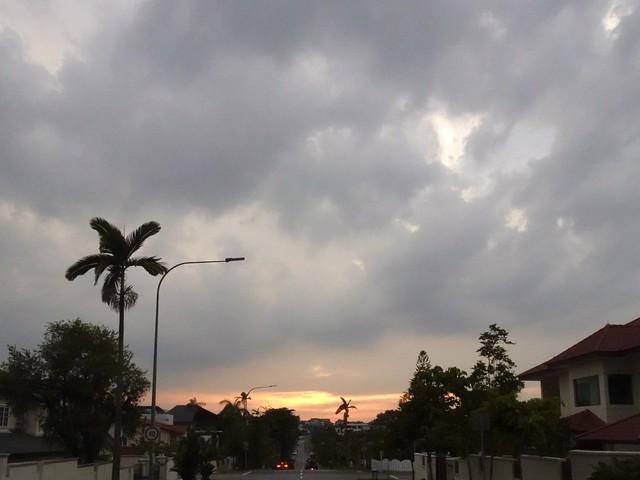 Sunset at Saraca Road, Seletar Hills Singapore, 20 April 2021.  Sony HX99.