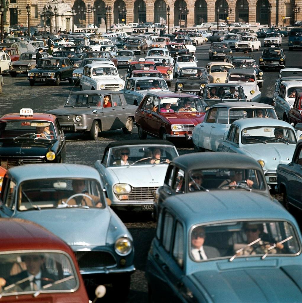 12. Пробка на площади Согласия в Париже