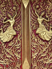 Carved #temple doors in maroon & gold. Never enough! #bangkok