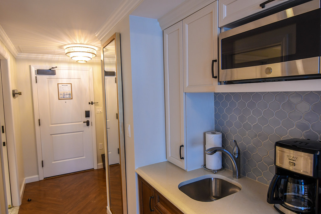 Riviera entry room