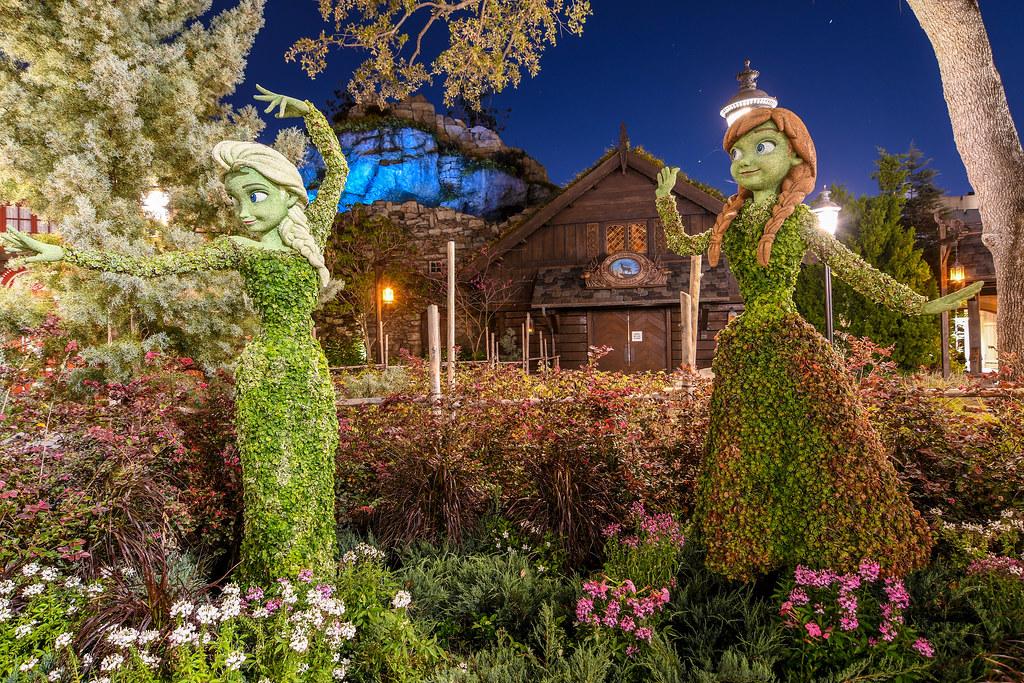 Frozen topiary night Flower & Garden Epcot