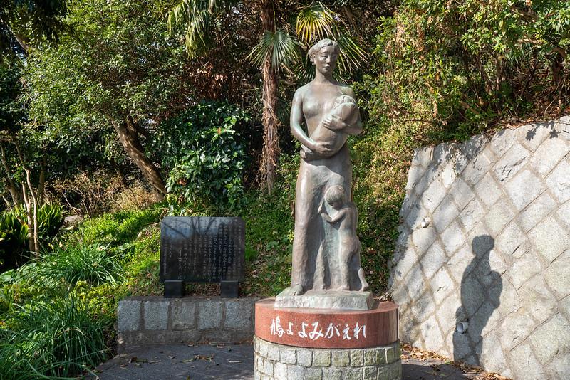 平和の母子像