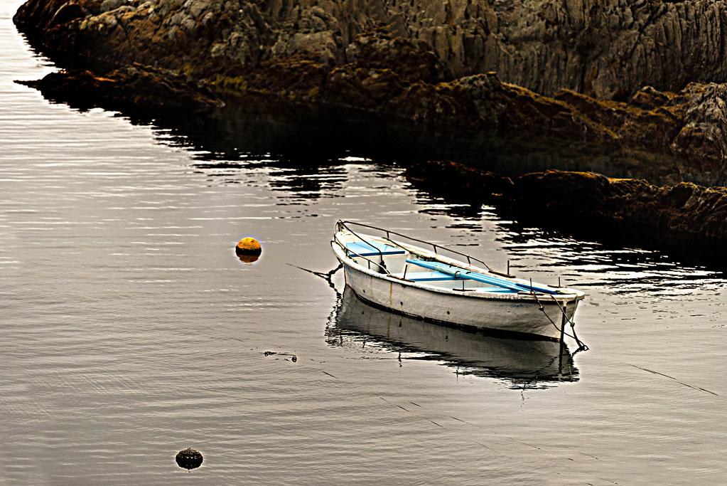 Lonely boat. Ribeseya. Conceyu d'Astúries