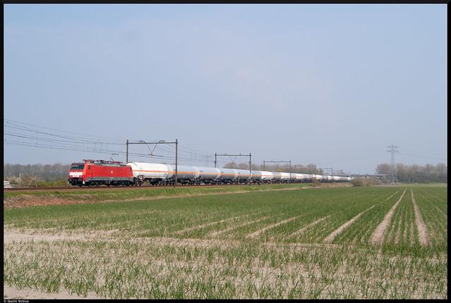 DB BR 189 080 met aanvoertrein 61071 naar Sloe, 20 april 2021