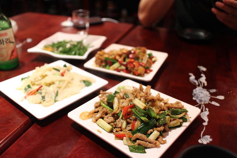 市民大道熱炒!完鍋子熱炒,台北東區聚餐、宵夜推薦好去處~好吃古早味紅糟肉、蔥爆豬、宮保雞丁 @秤秤樂遊遊