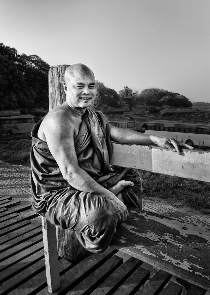 Moine birman sur le pont UBein