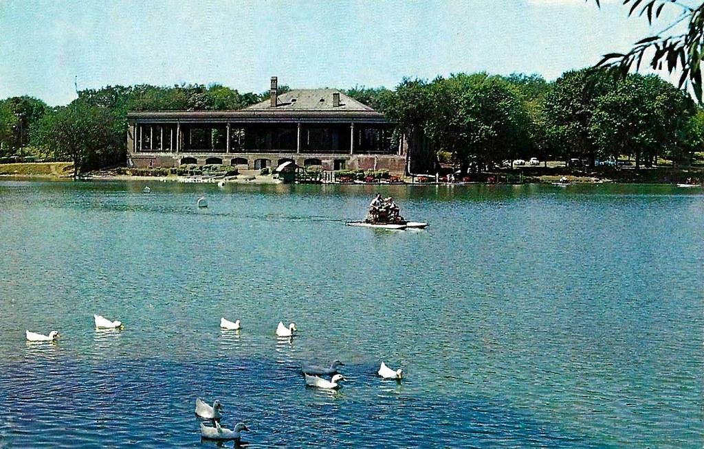 Old Saint Paul Minnesota Postcard - Lake Como And Pavilion, A Plastichrome By Colourpictures Publishers, Circa 1960s