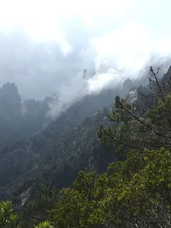 Le Campanile de Sainte-Lucie dans les nuages depuis Paliri