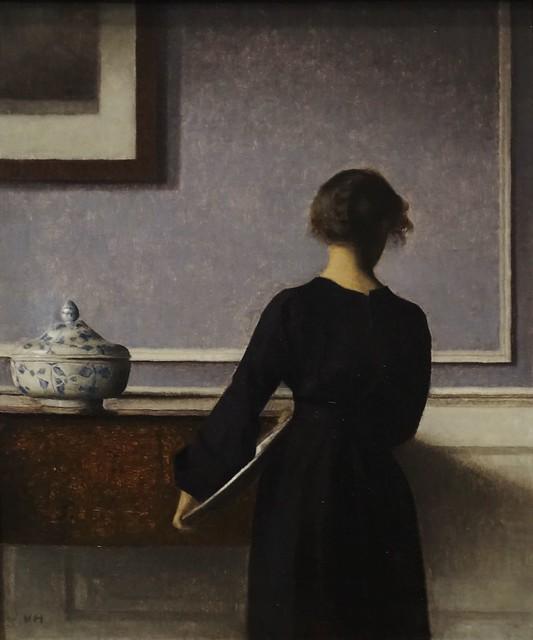 Vilhelm Hammershøi (1864-1916) – Interiør med ung kvinde set fra ryggen – Enterior with Young Woman seen from the Back (1903-1904) – Randers Kunstmuseum