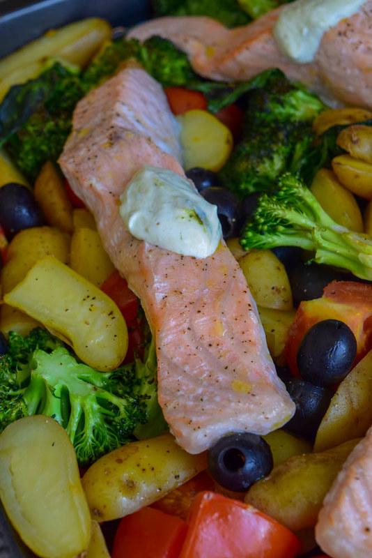 Traybake de Saumon rôti et légumes de saison (Cuisson pratique tout-en-un) 1