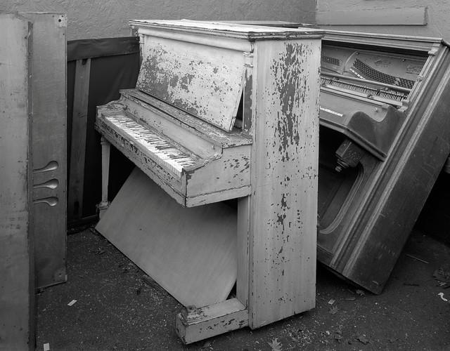Pianos, Beaverton, Oregon