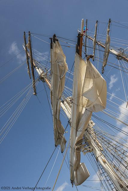 skew sailing