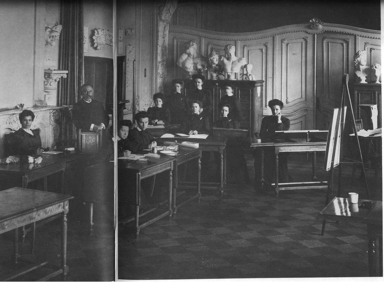 1909. Воспитанницы Ксенинского института на экзамене. 25 сентября (вариант)
