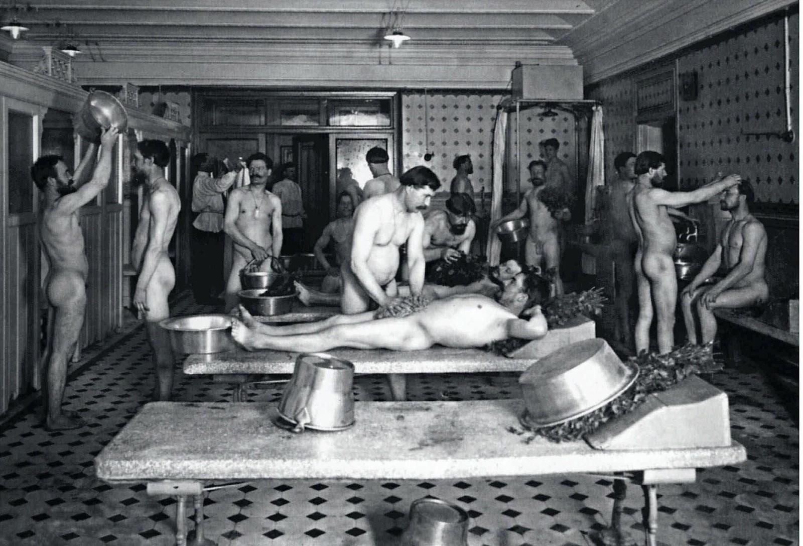 1910-е. Бани Егорова. Мытьё посетителей  в Казачьем переулке.
