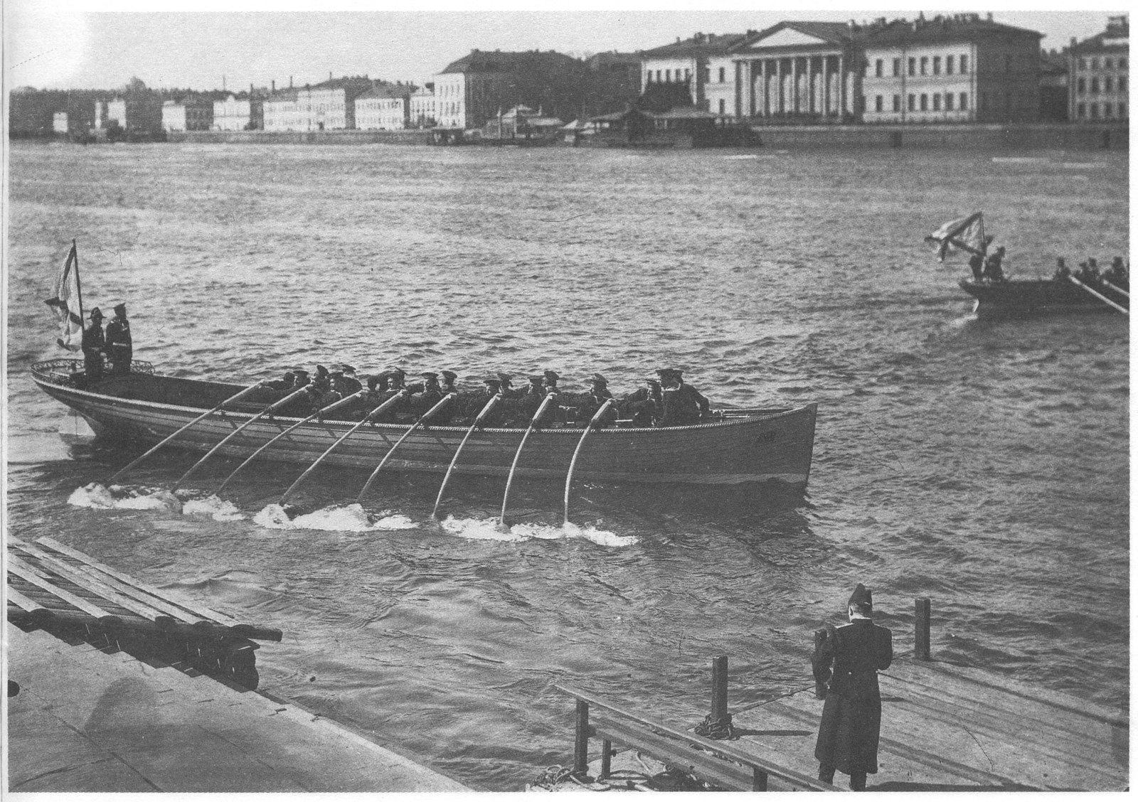 1912. Праздник открытия навигации на Неве.  Гонка 16-ти весельных баркасов. 21 апреля